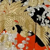 Бело-черно-красное кимоно учикакес журавлем