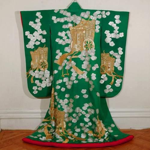 Свадебная накидка учикаке,надеваемая поверх кимоно