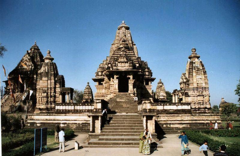 Храм Кандарья-Махадева в Кхаджурахо — застывшая в камне Камаcутра ... | 520x800